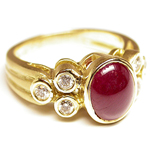 Ruby diamond ring in 18k yellow gold